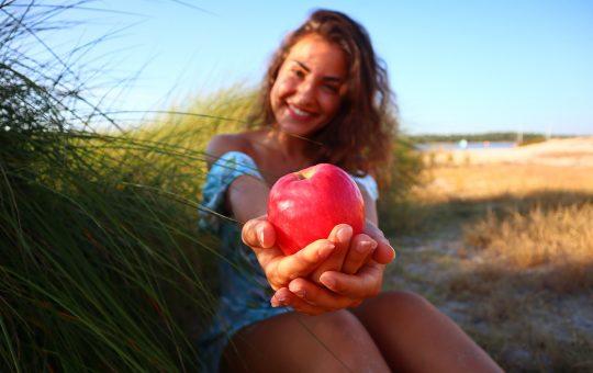 Woman Apple Fruit Healthy Young  - fotografias-com-alma / Pixabay