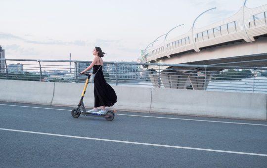 Woman Electric Scooter Street  - LAZERKONG / Pixabay