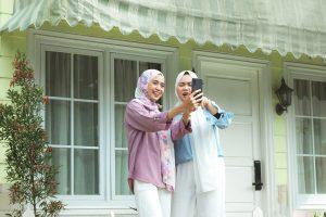 Muslim Girls Selfie Friends Women  - iqbalnuril / Pixabay